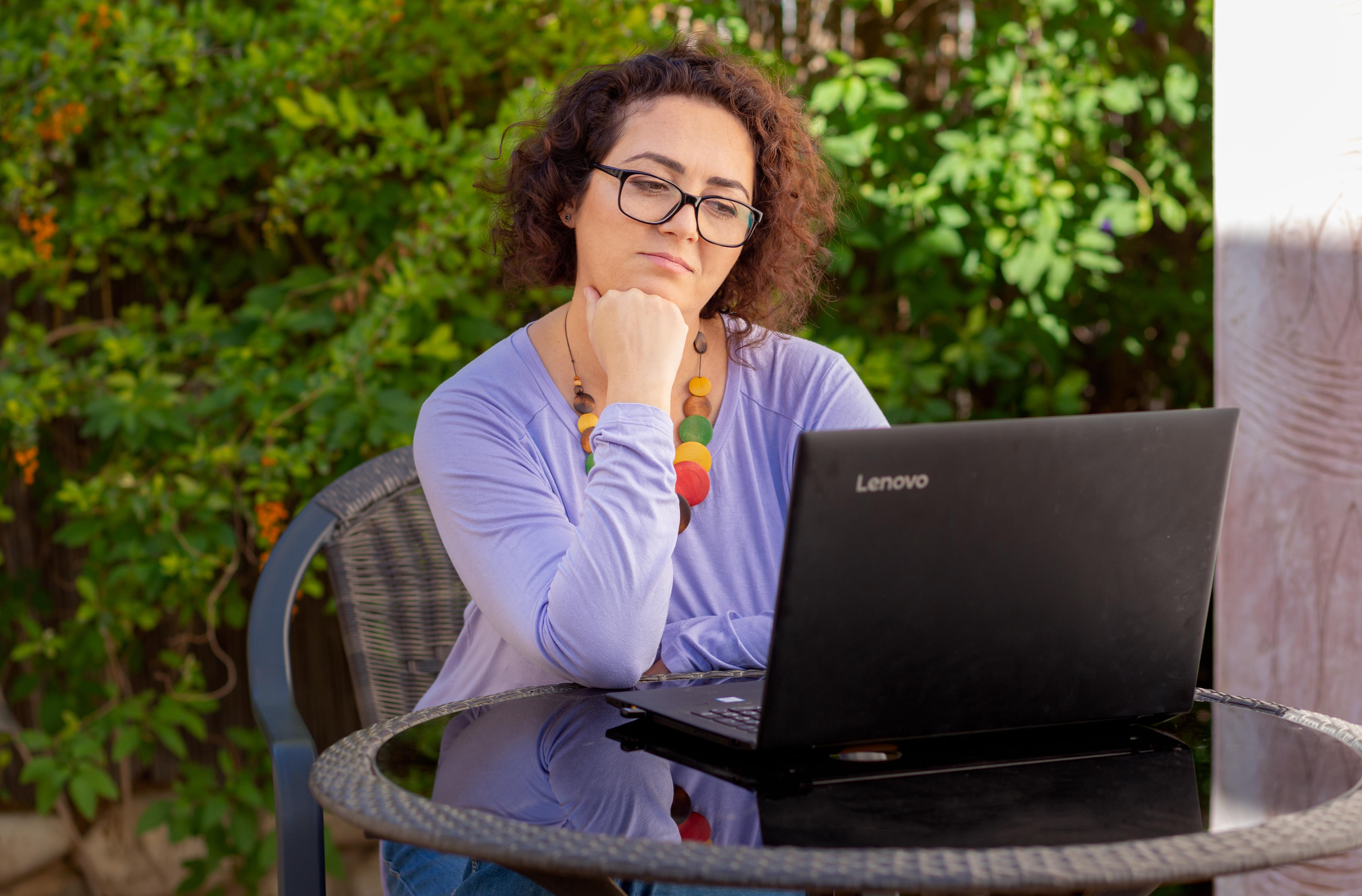 טיפול פסיכותרפיה בסקייפ - נלי זיו